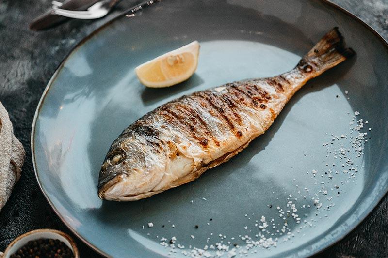 Целая рыба Дорадо, цена за 100 гр.