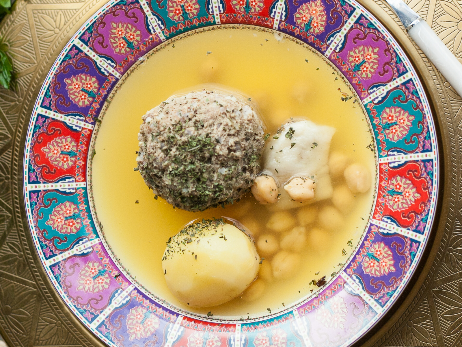 Суп-пюре из баранины с кюфтой и нутом Бозбаш