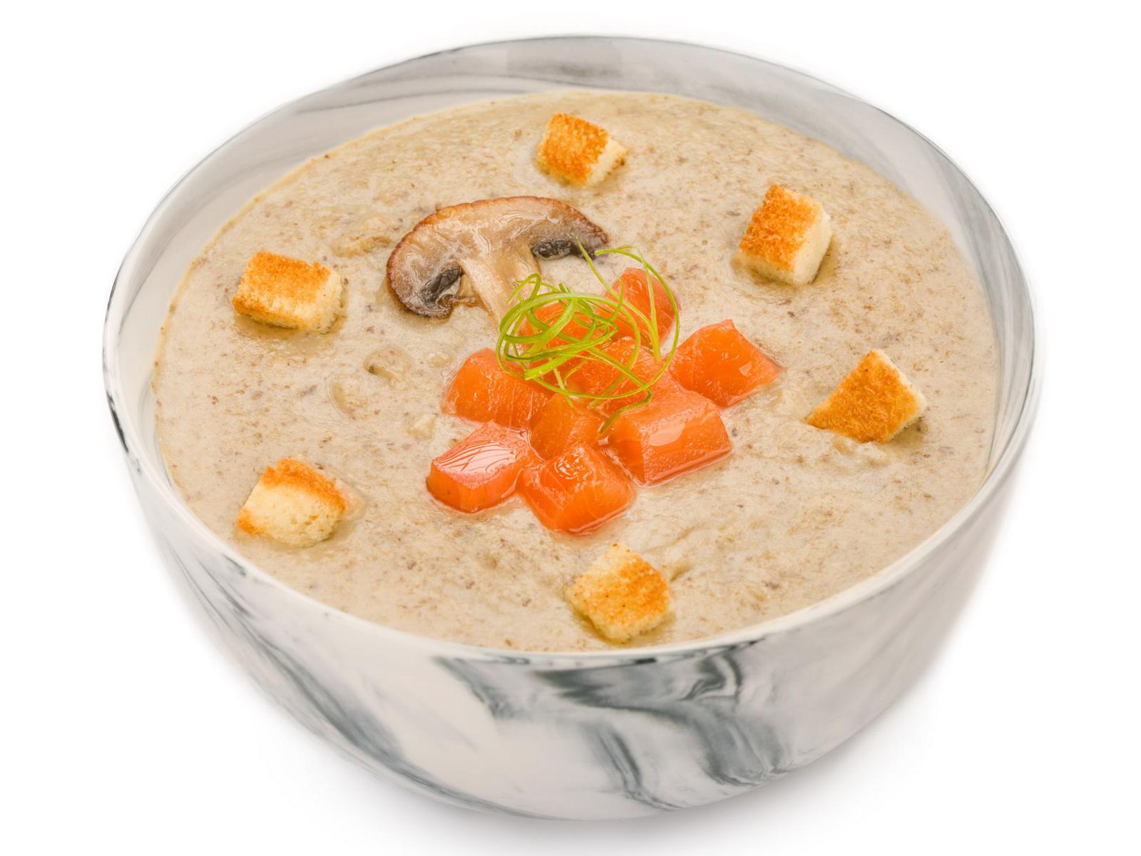 Грибной крем-суп с копченым лососем