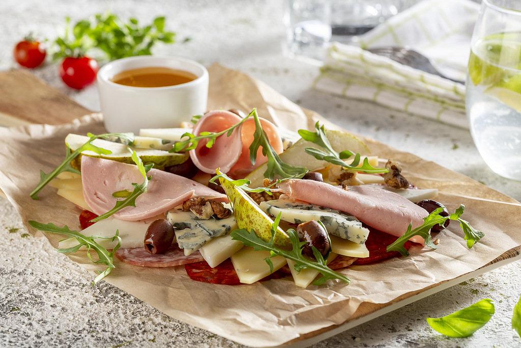 Ассорти итальянских закусок