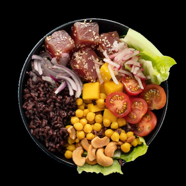 Салат-боул с тунцом, черным рисом и манго