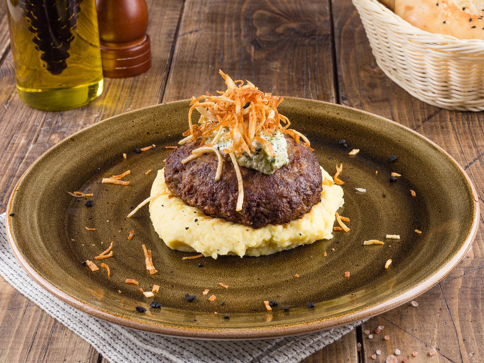 Котлета мясная с пюре и картофелем Пай