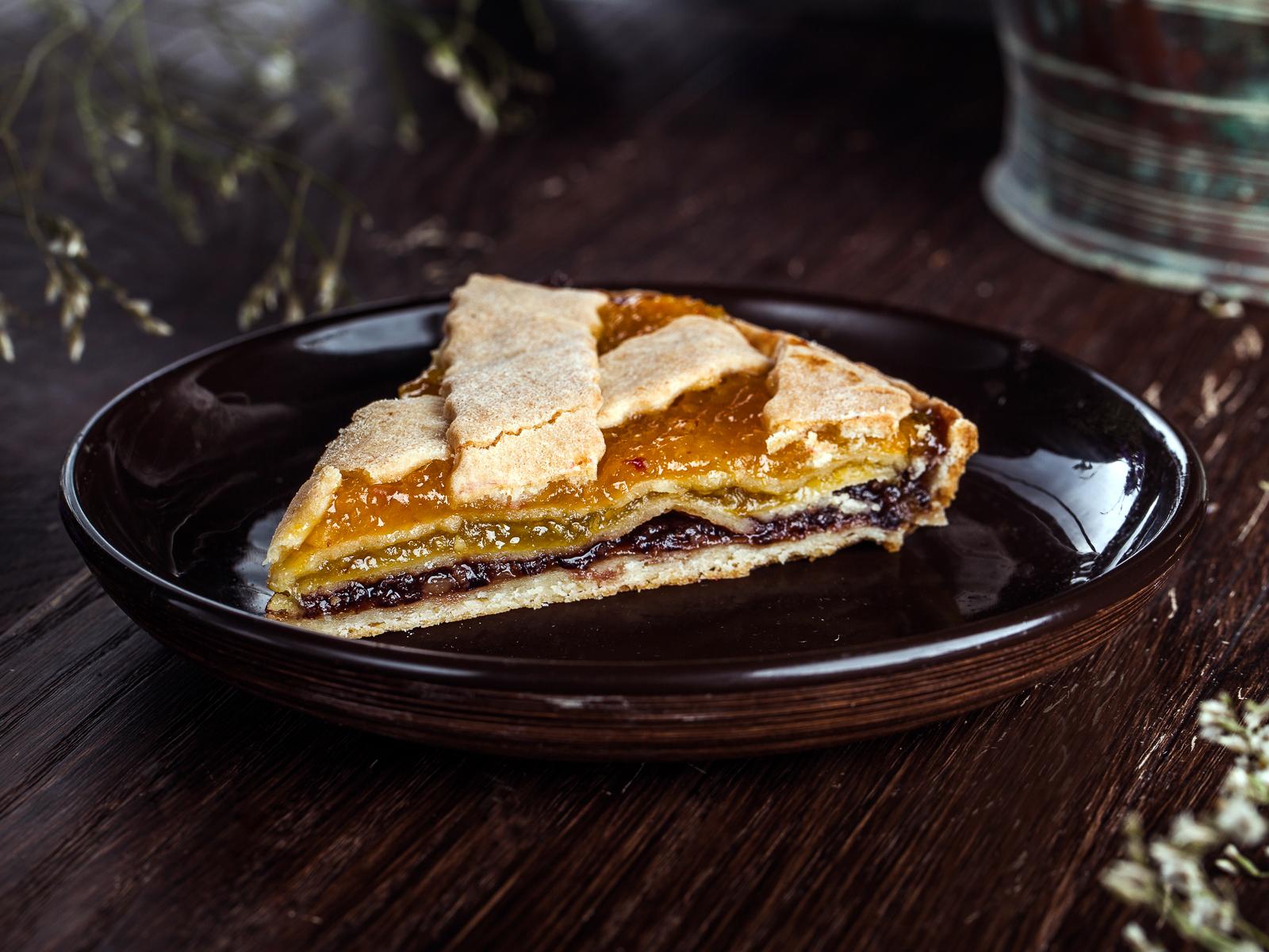 Пирог с курагой и черносливом