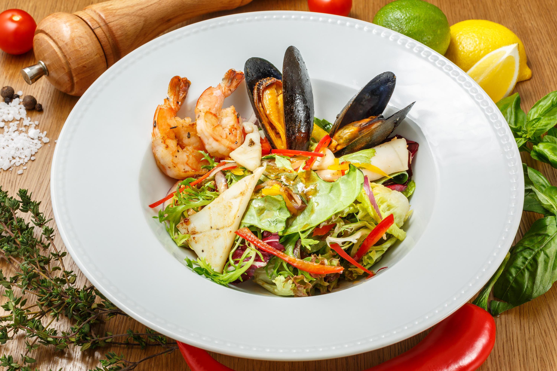 Салат с морепродуктами по-сицилийски