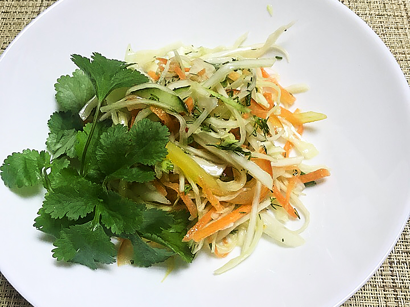 Салат из свежей капусты с огурцом и болгарским перцем
