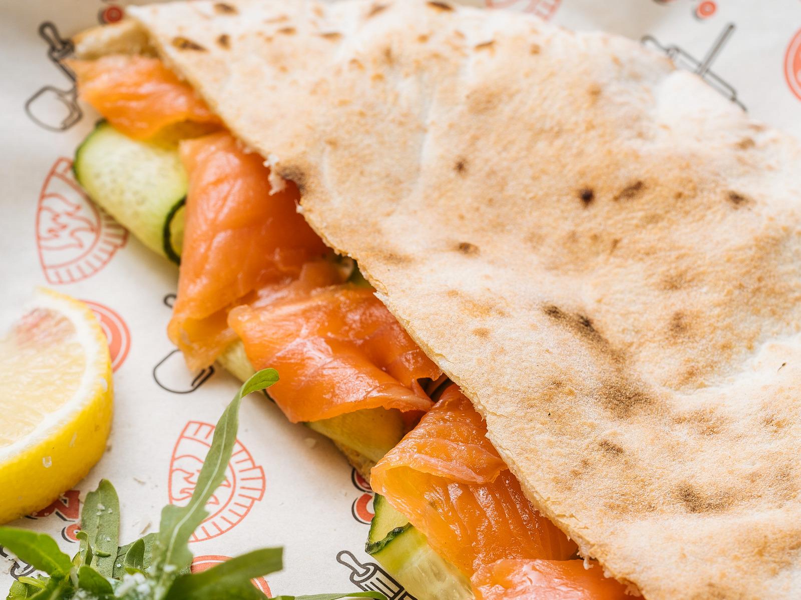 Панини с лососем и сливочным сыром