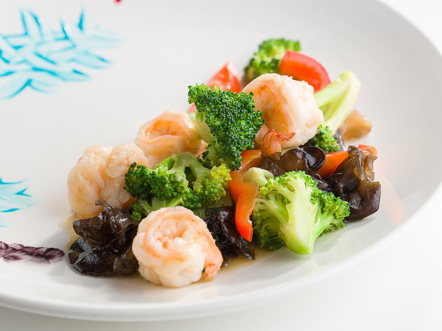 Креветки с овощами в светлом соевом соусе