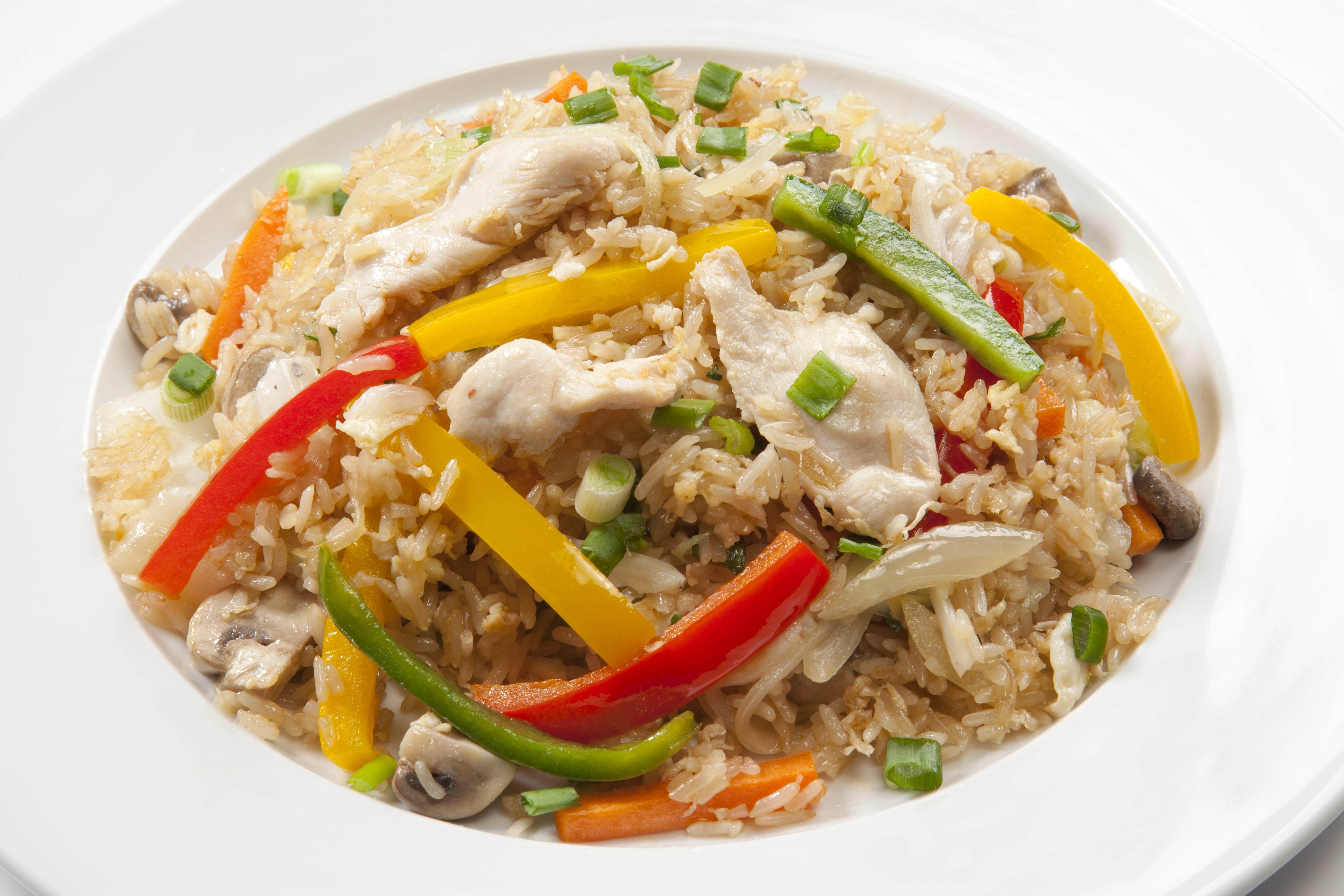 Куриное филе с тайским рисом Као Пад Кай
