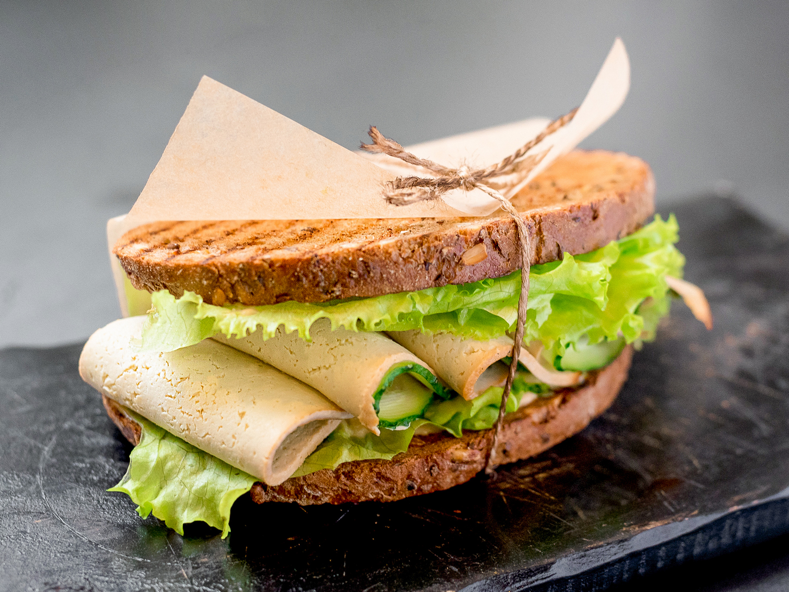 Сэндвич с копченым тофу