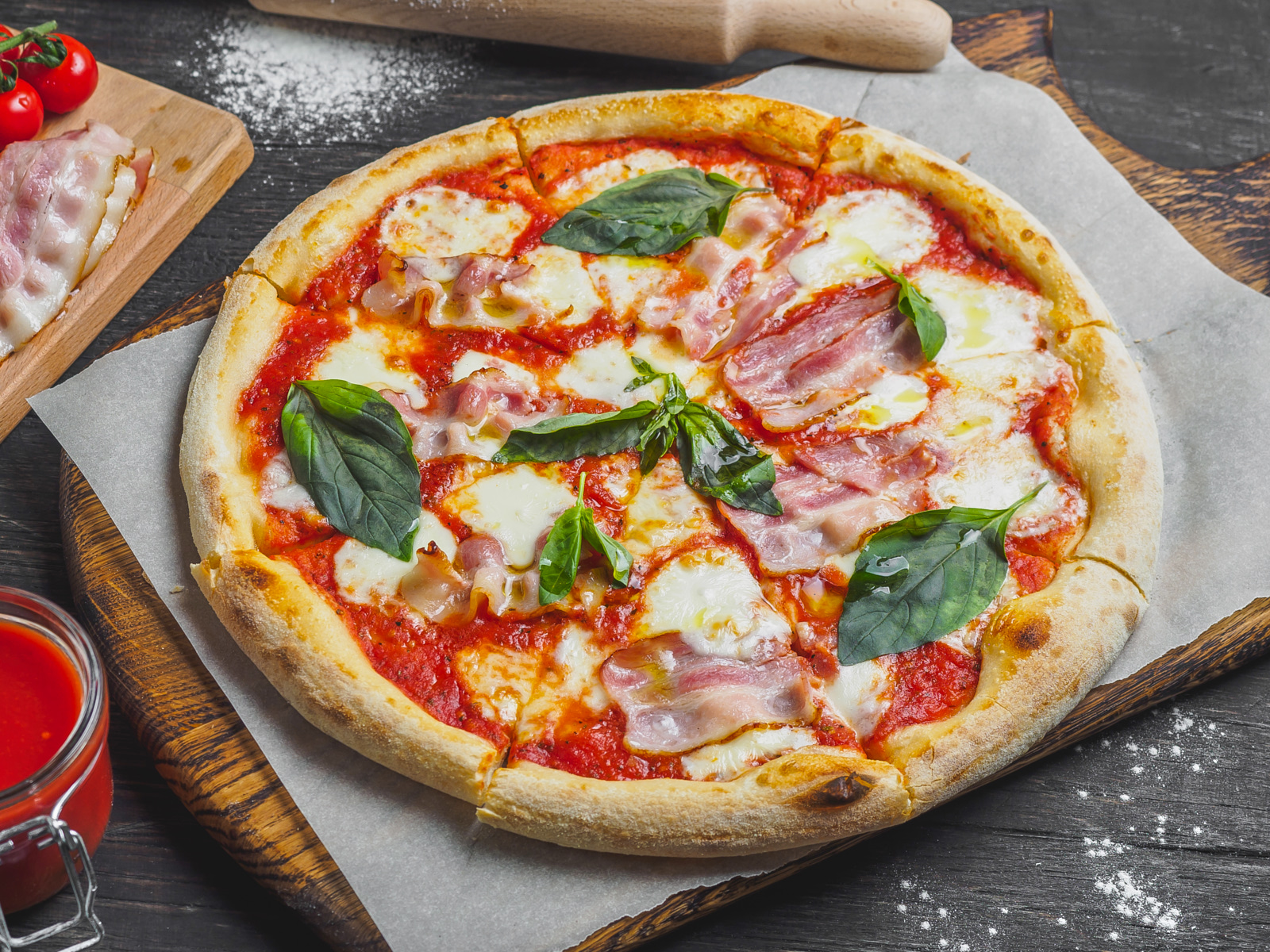 Пицца Маргарита с беконом