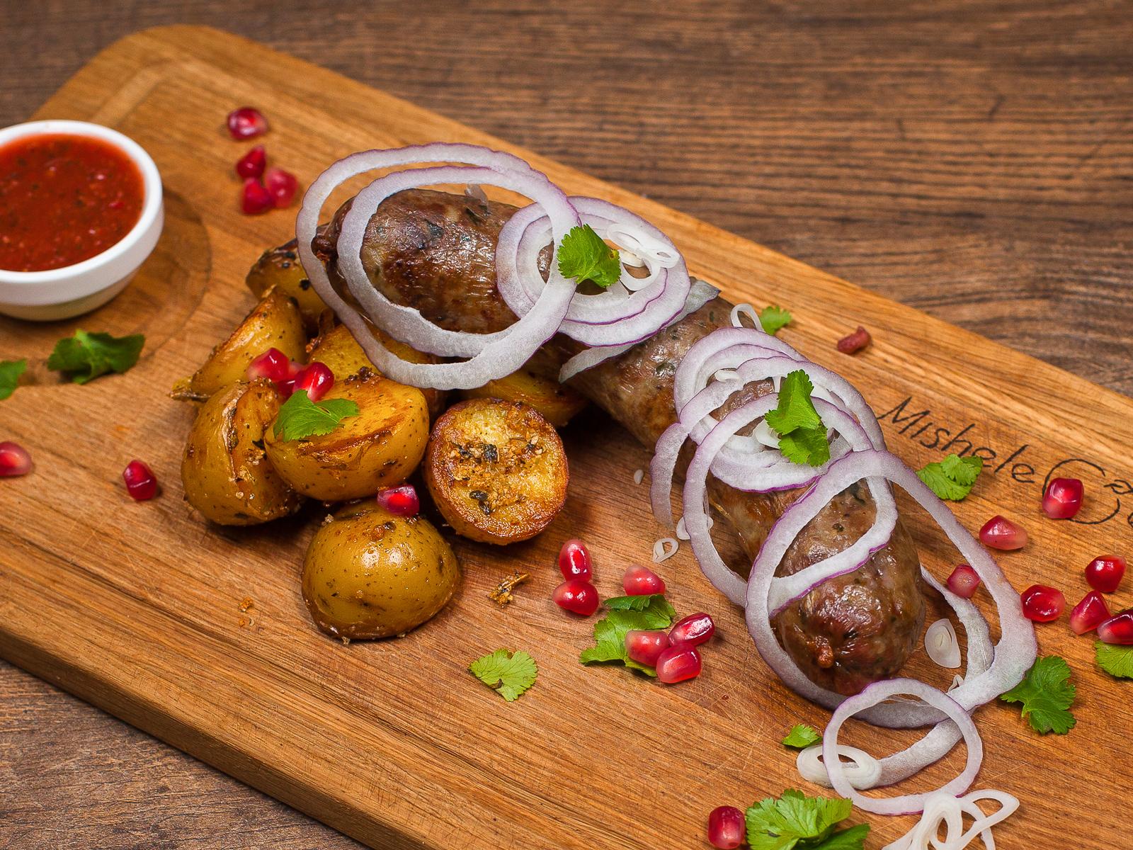 Колбаски из свинины с картофелем Стоун