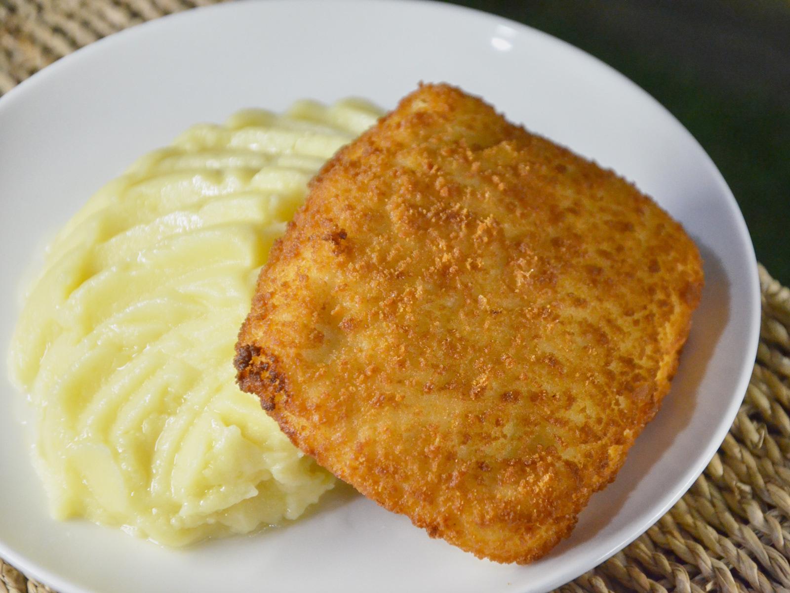Котлета Кордонблю с картофельным пюре