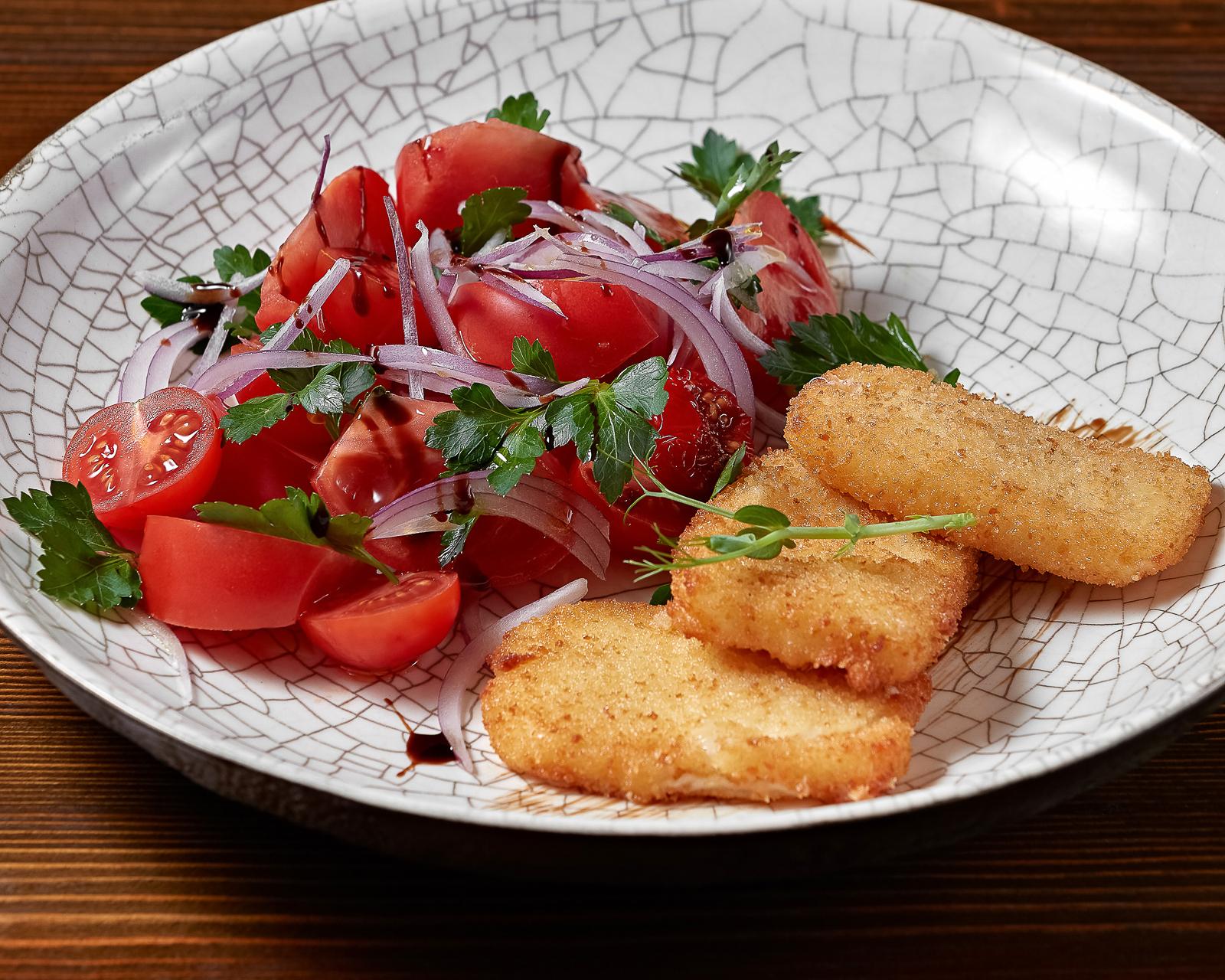 Салат из ароматных помидоров