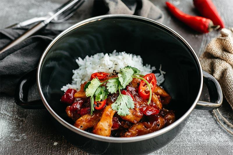 Курица по-тайски с чили-соусом и рисом