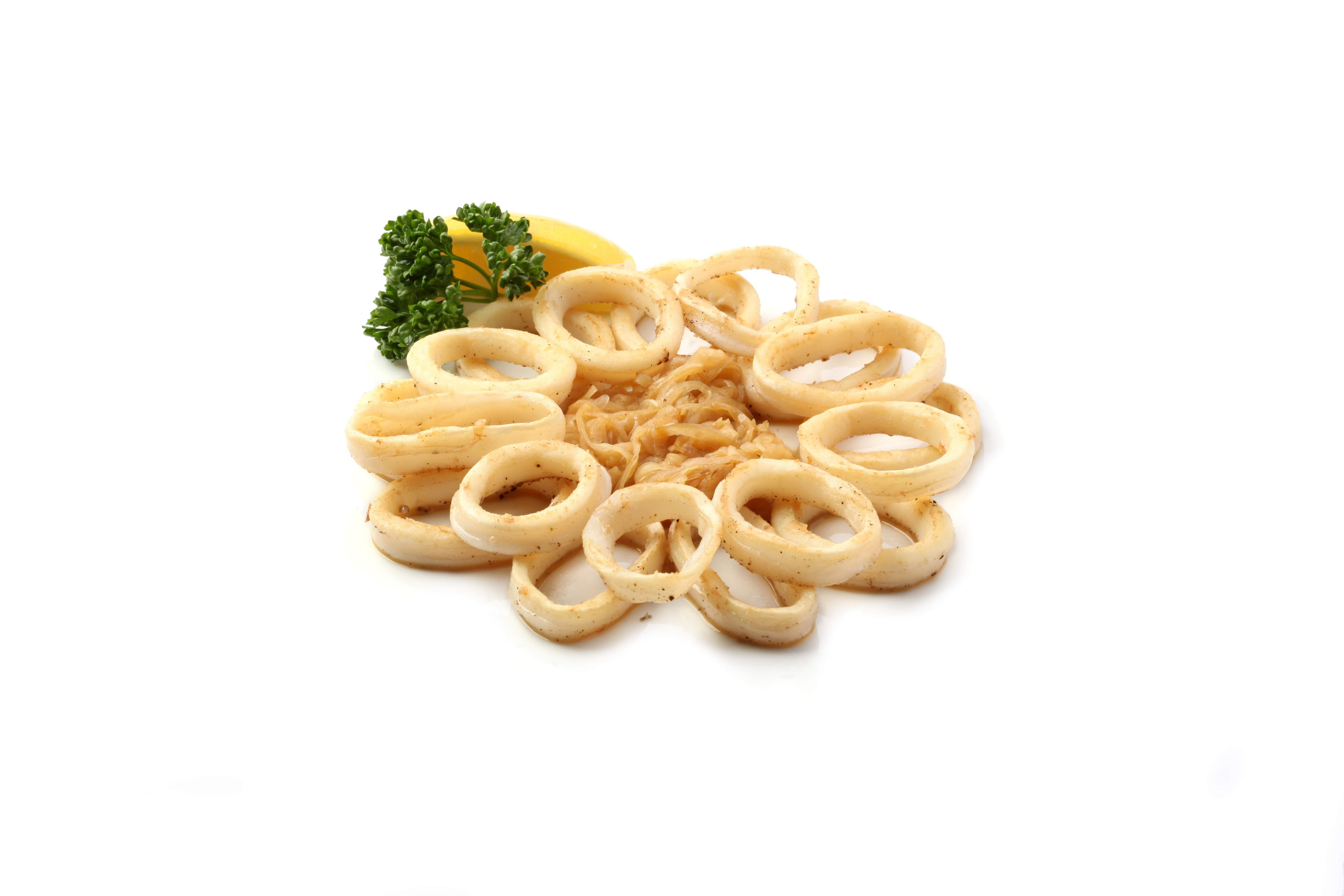 Жареные кальмары в луковом соусе