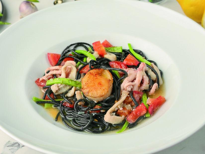 Спагетти с чернилами каракатиц