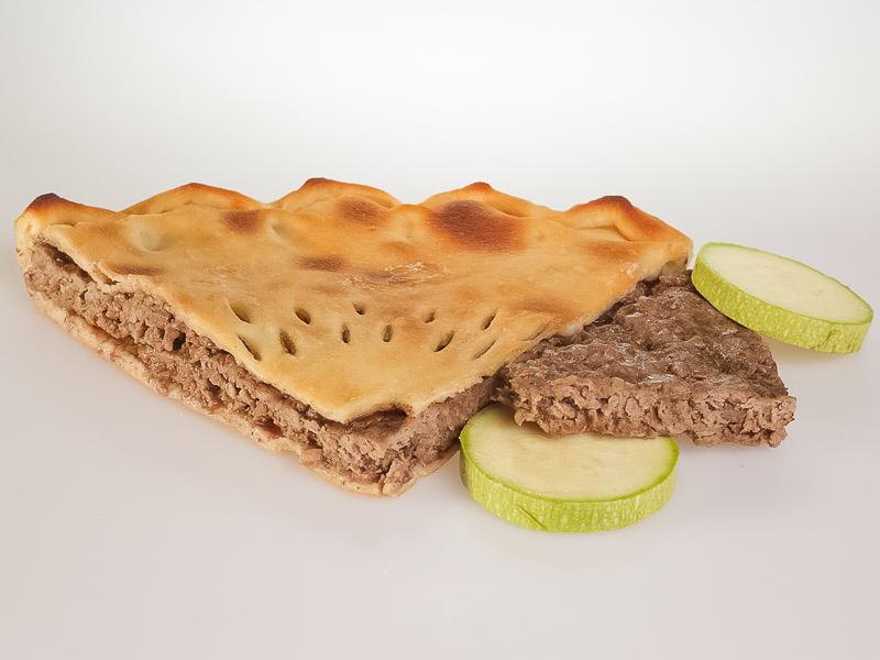 Пирог с говядиной и кабачками