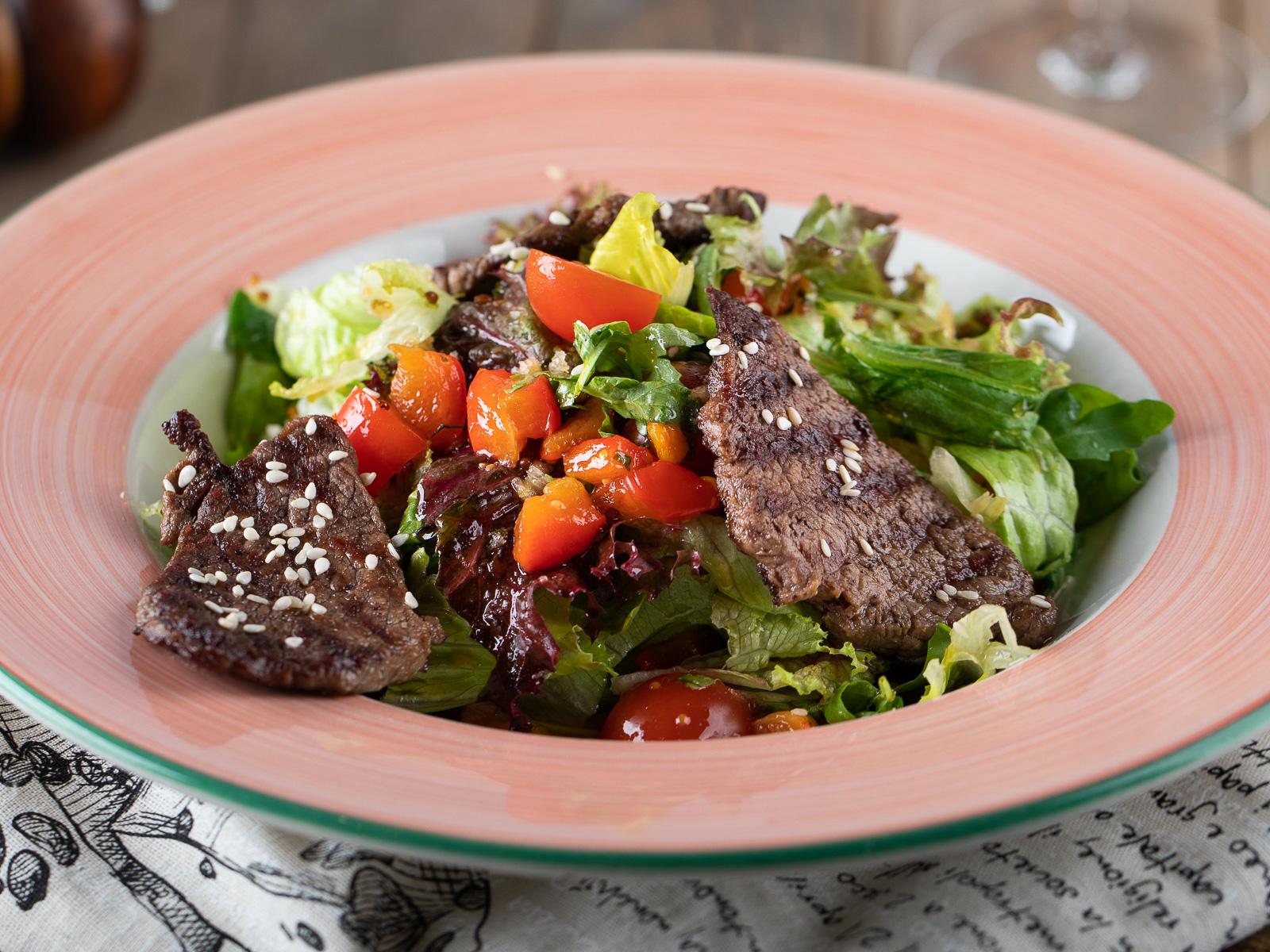 Салат с телятиной-гриль