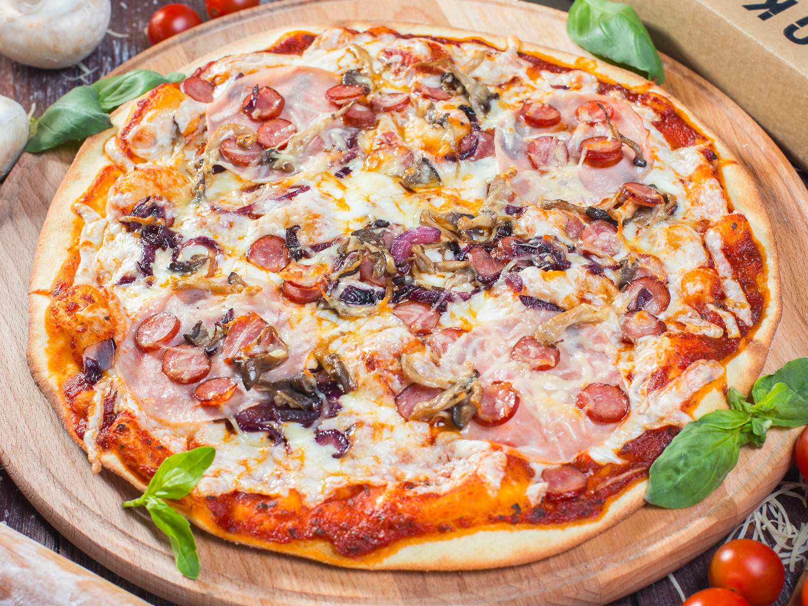 Пицца охотника на толстом тесте