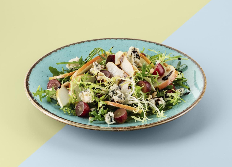 Детокс салат с голубым сыром
