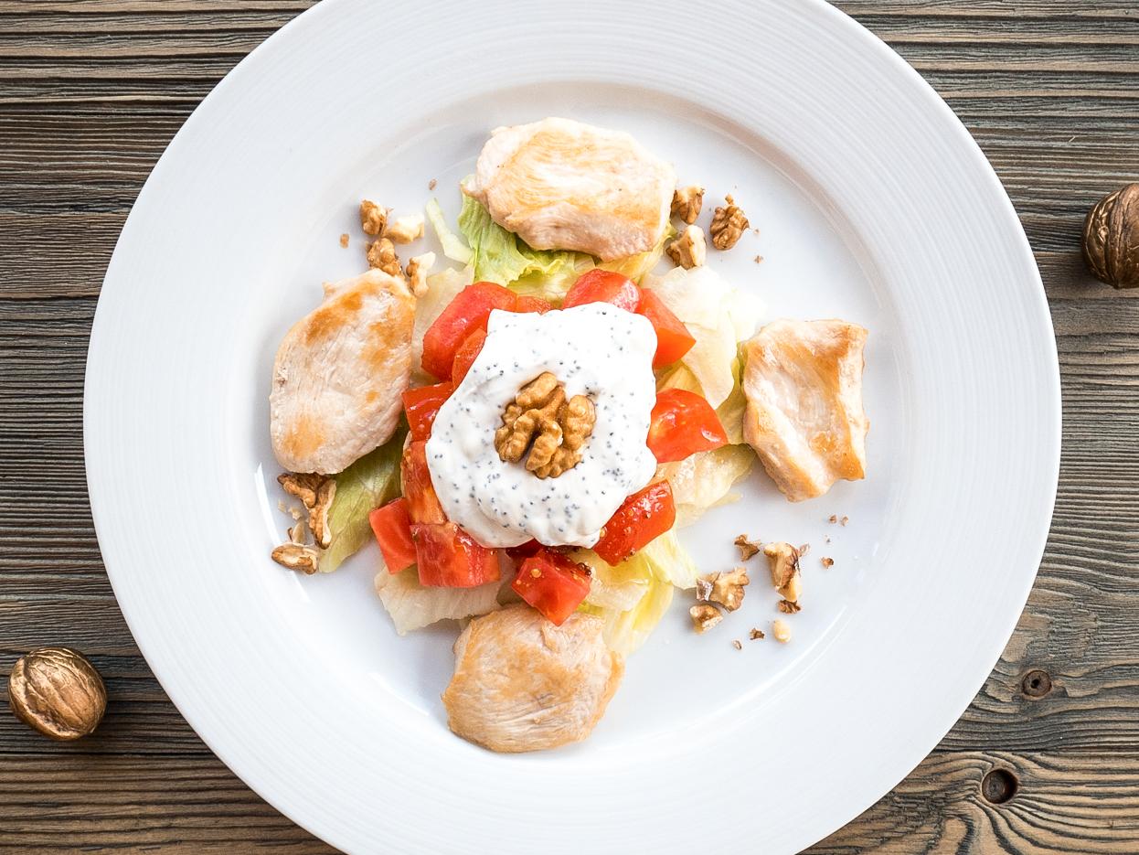 Салат с курицей и грецким орехом под оригинальной маковой заправкой