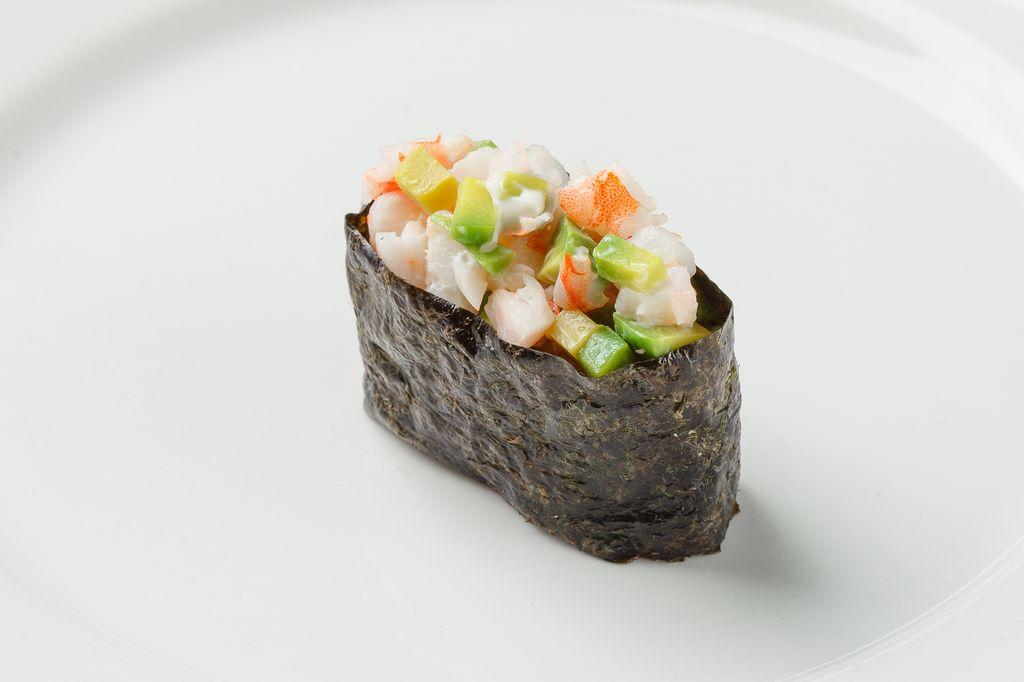 Гункан Креветка с авокадо