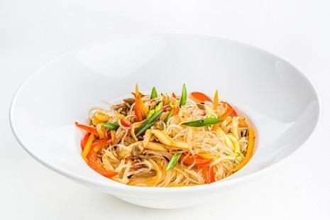 Стеклянная лапша фунчоза с овощами, вешенками и устричным соусом