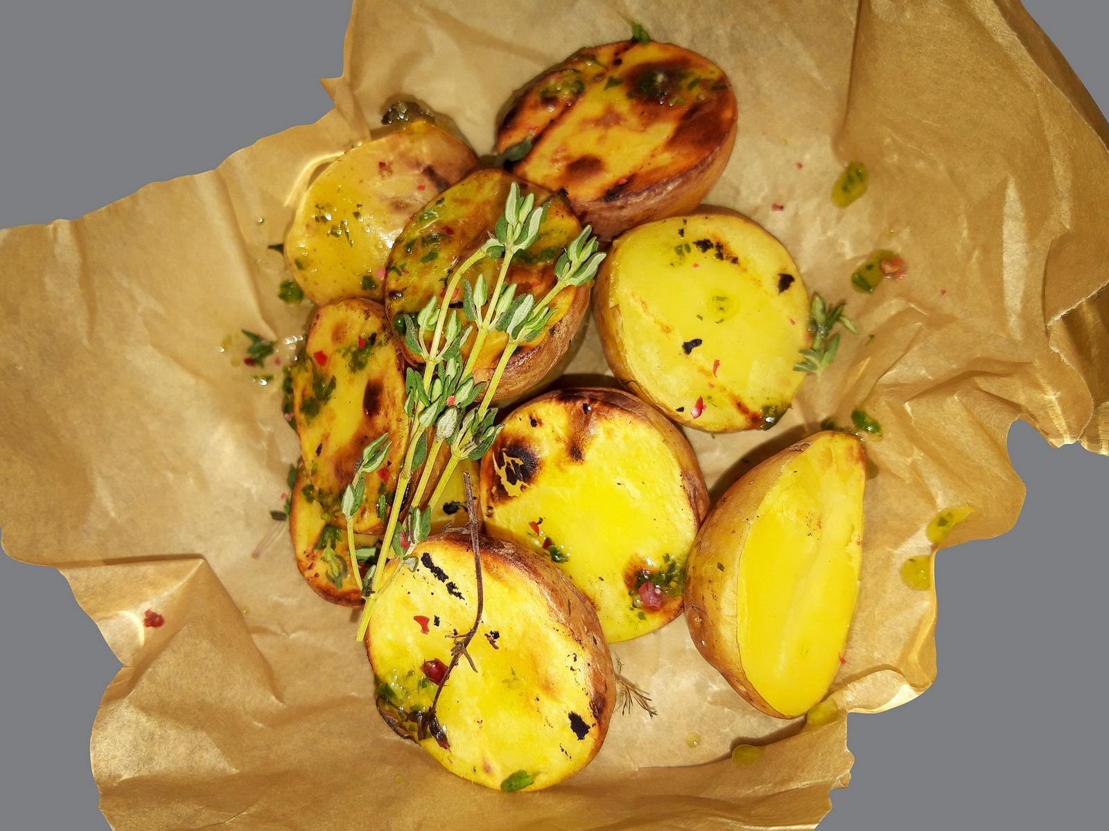 Картофель молодой с тимьяном
