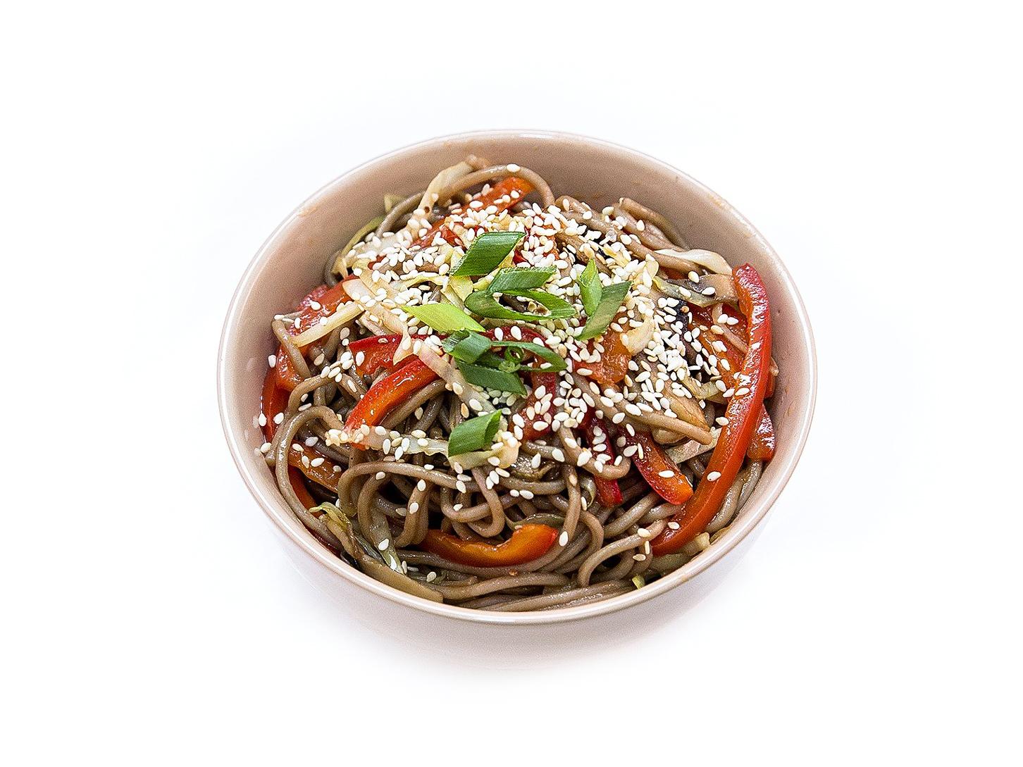 Гречневая лапша с грибами и овощами