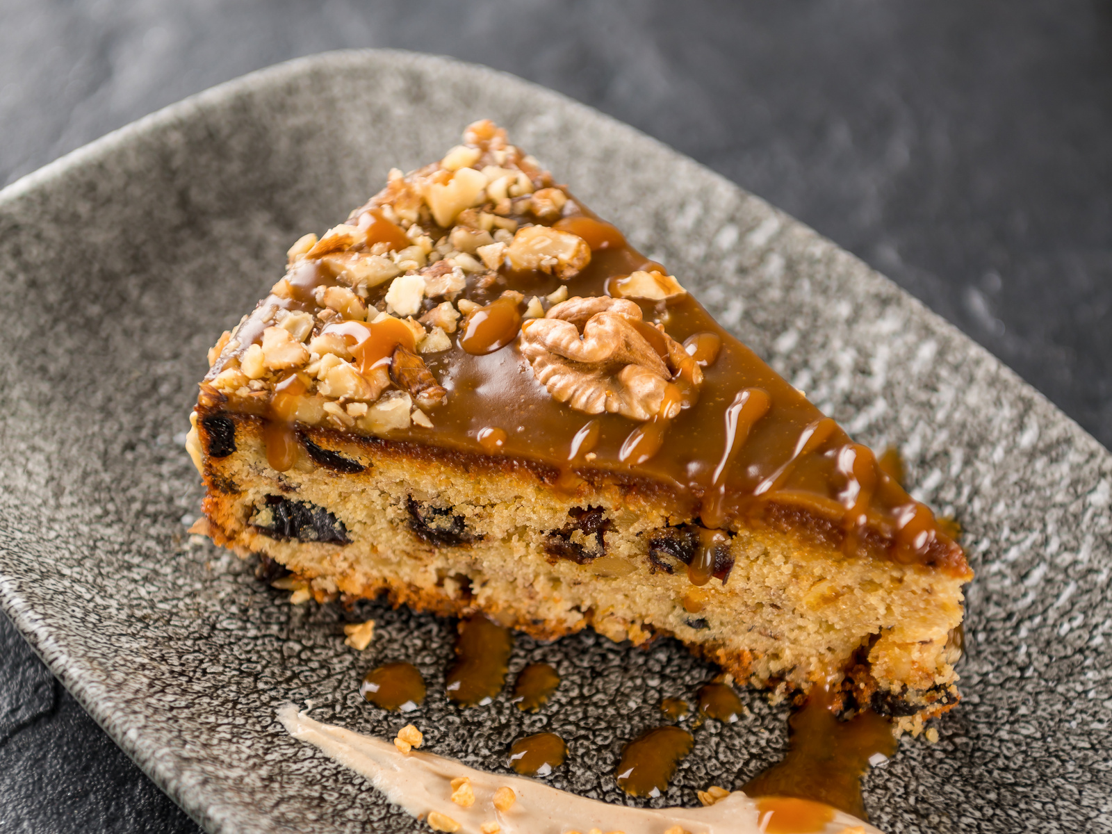 Ореховый торт с соленой карамелью