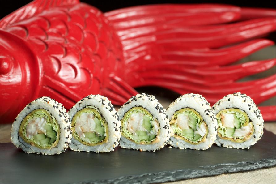 Ролл с угрем и тайским омлетом