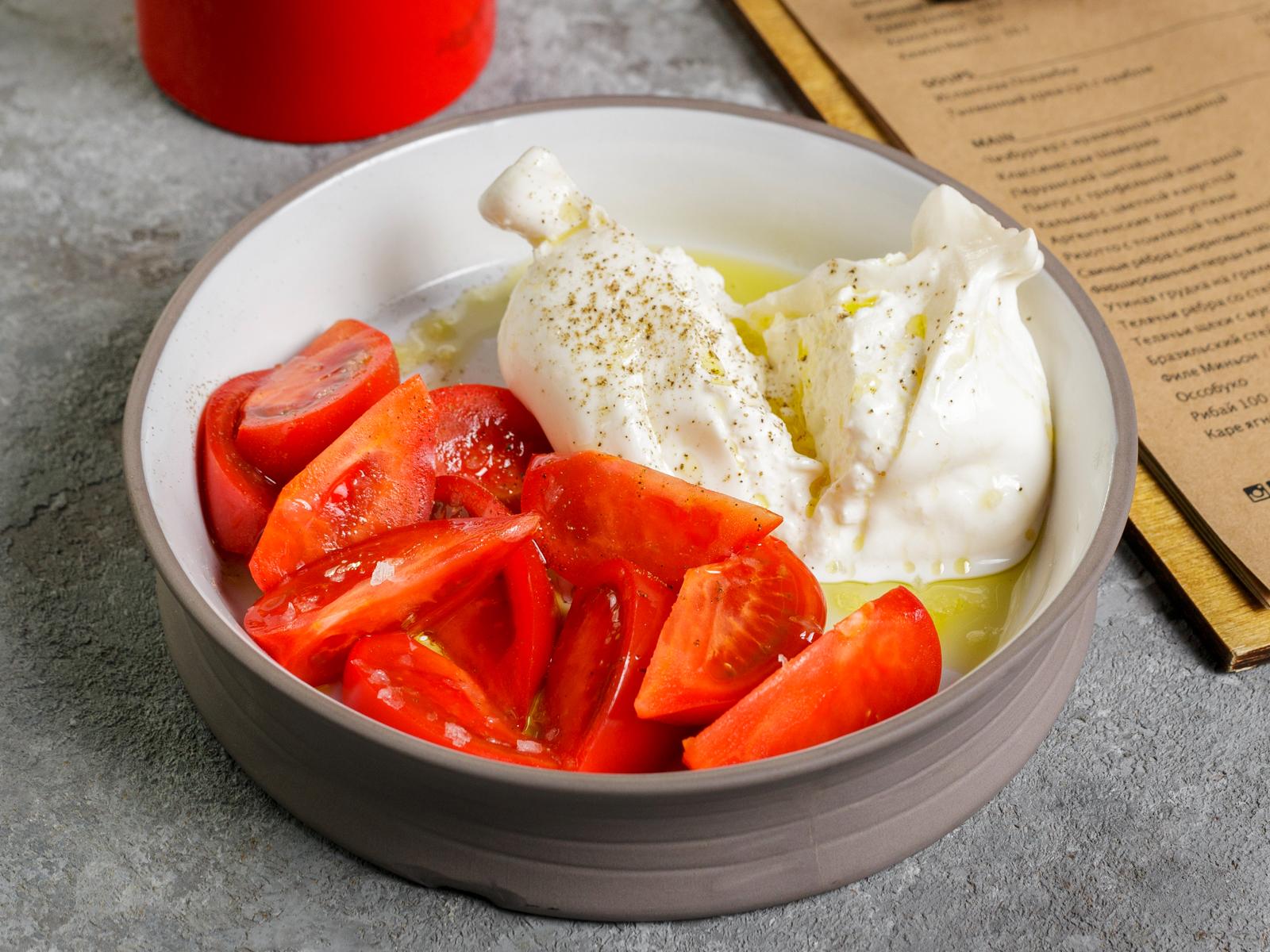 Буррата c томатами