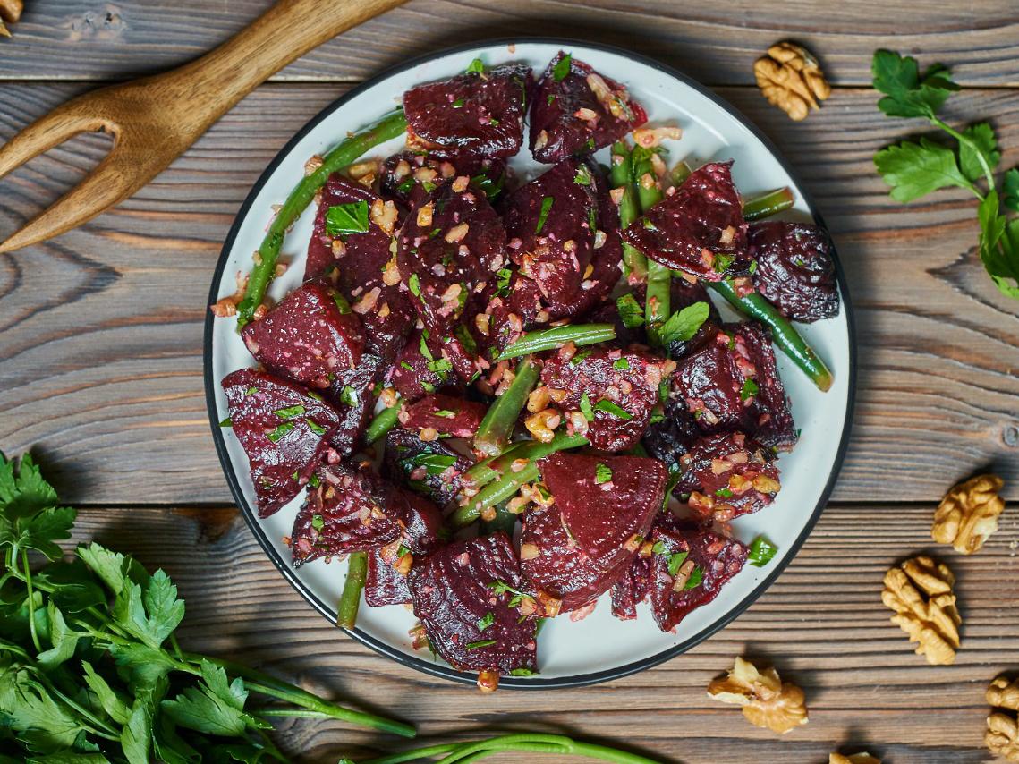 Салат из свеклы и зеленой фасоли
