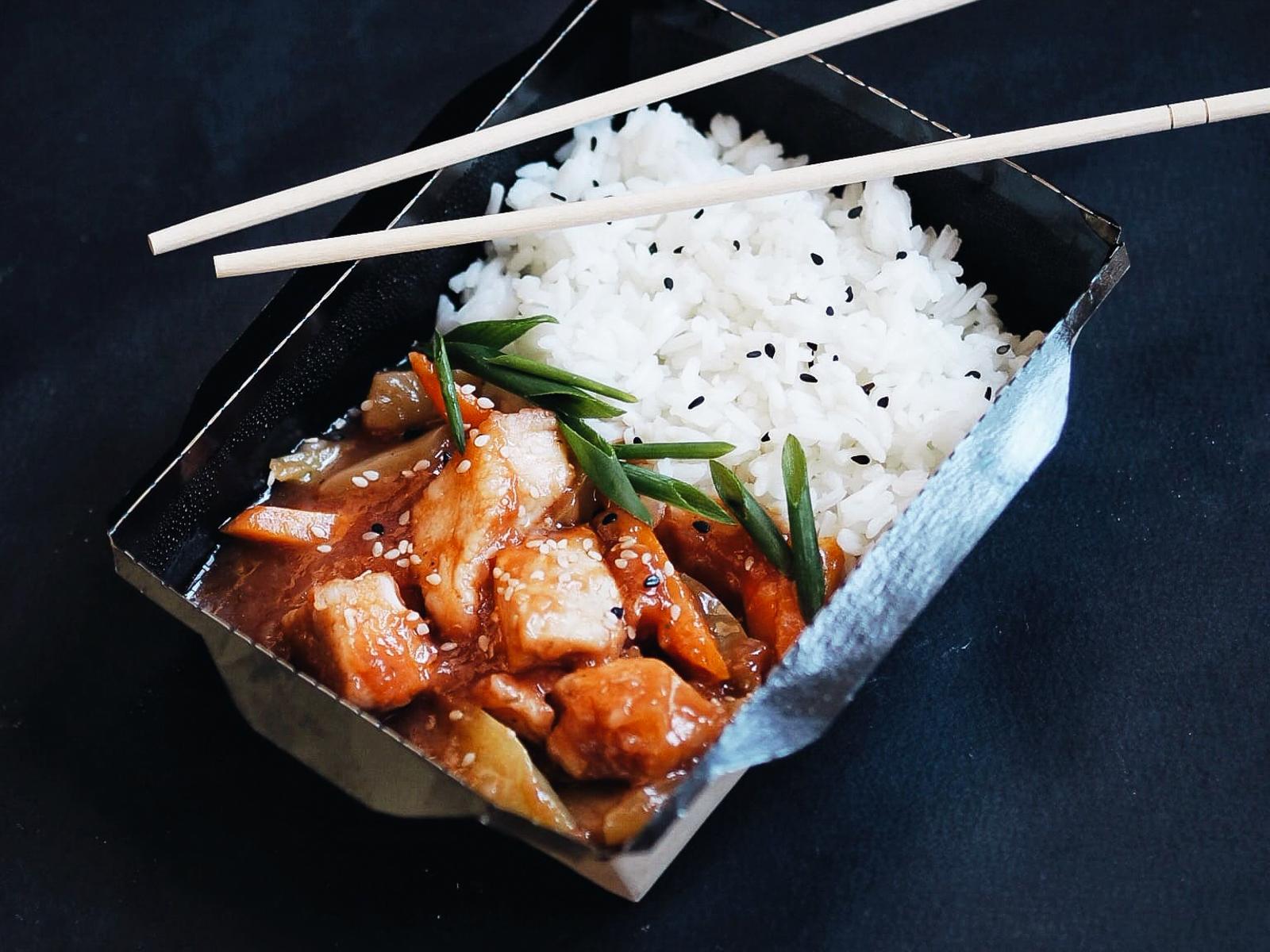 Курица в кисло-сладком соусе с рисом жасмин