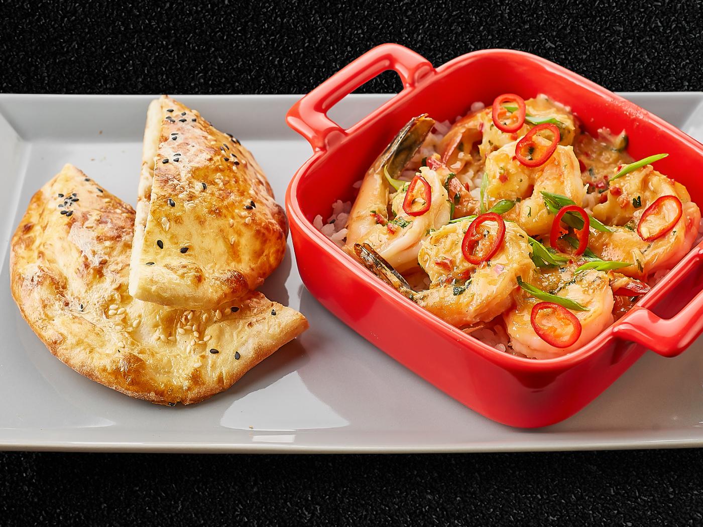 Креветки в соусе Том-Ям с японским рисом