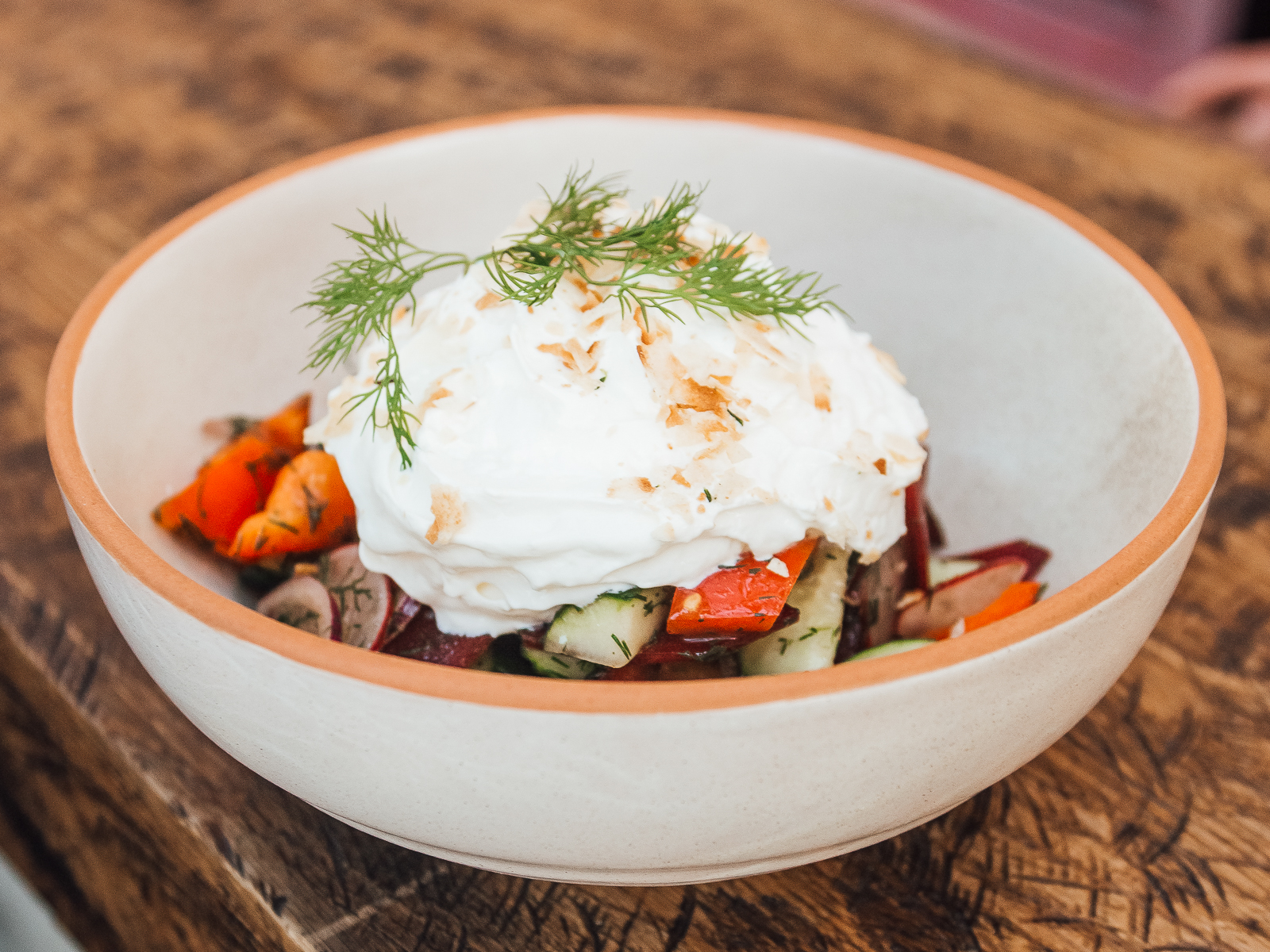 Деревенский овощной салат с воздушной сметаной
