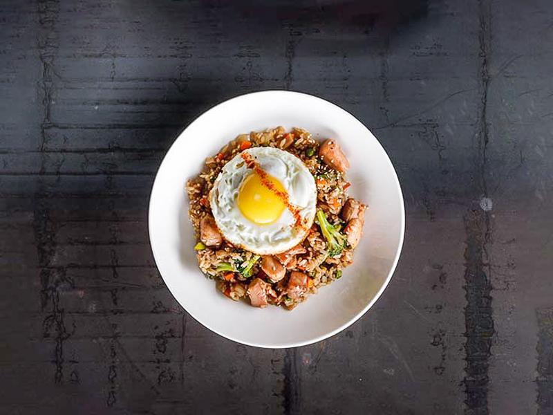 Рис жареный с овощами и курицей