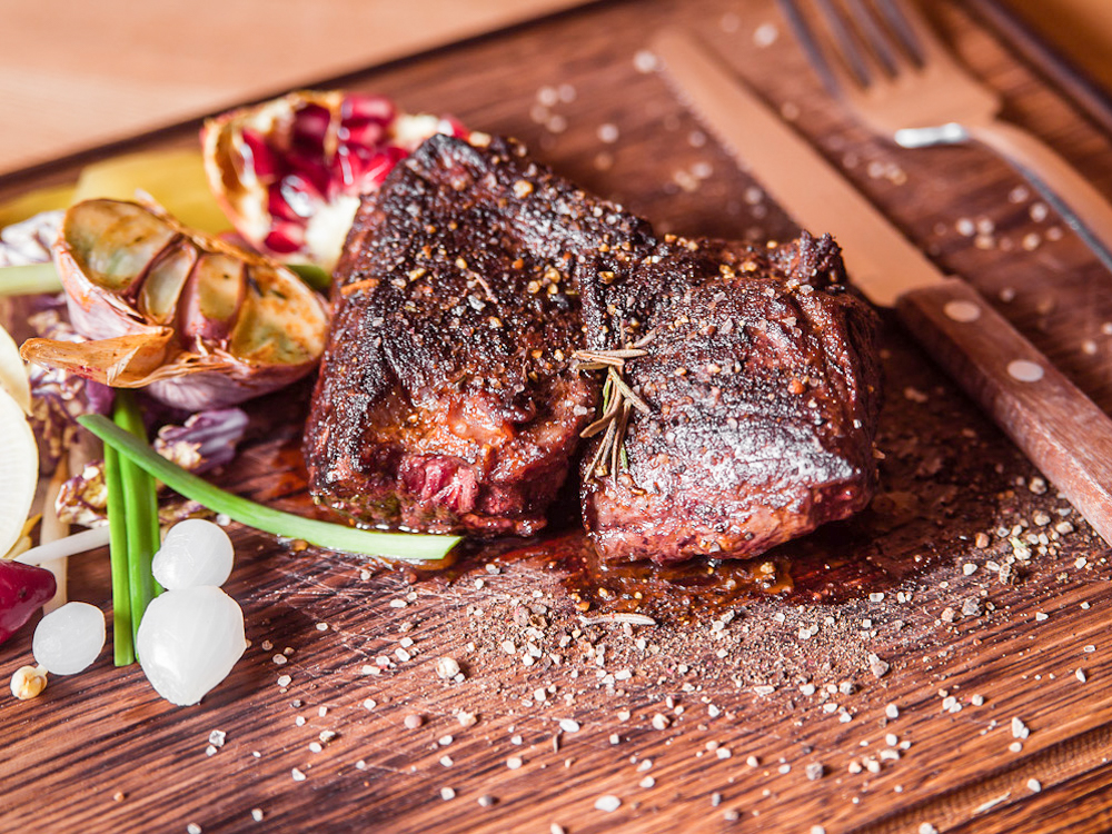 Стейк мясника из мяса бычков зернового откорма