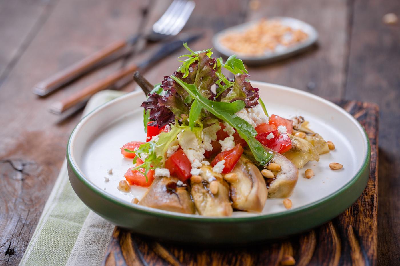 Баклажан с сыром фета и помидорами