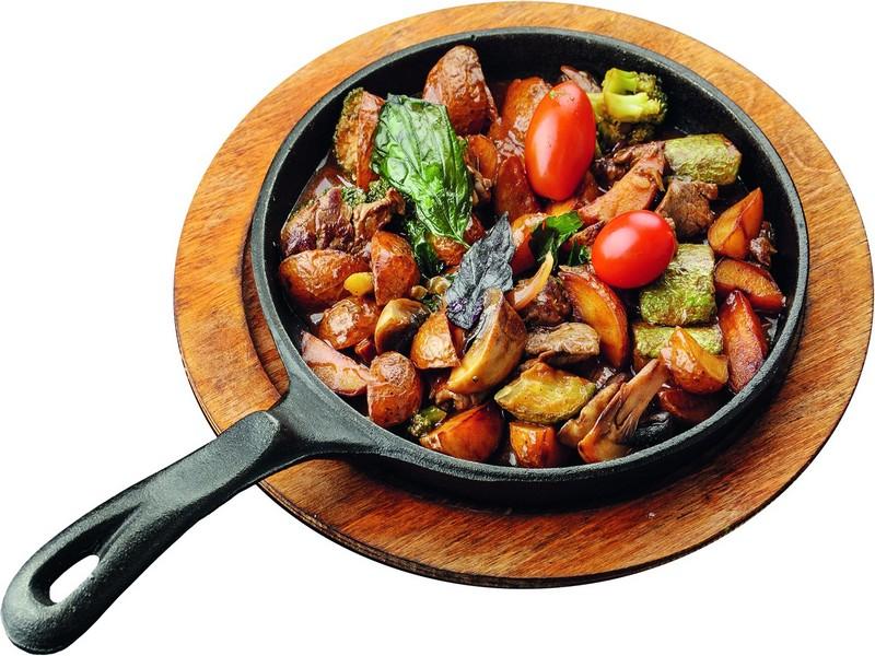 Жарёха из говядины и овощей