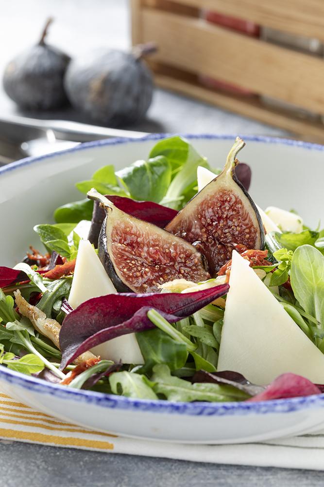 Салат с инжиром и козьим сыром