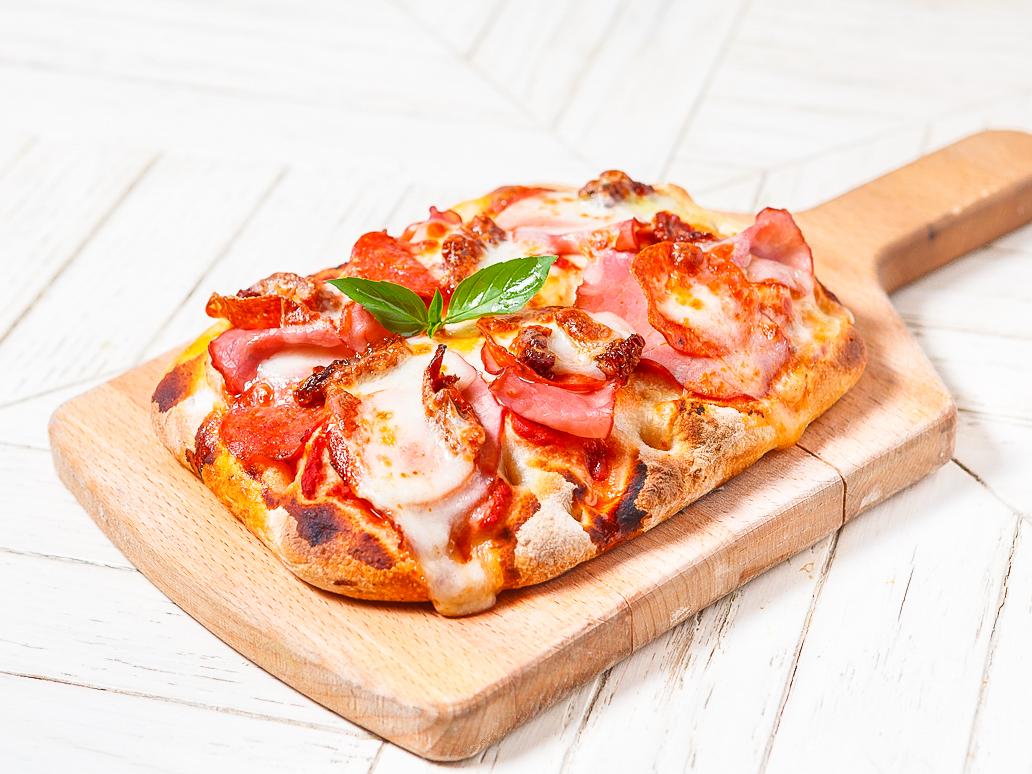 Пицца с говядиной и вялеными томатами