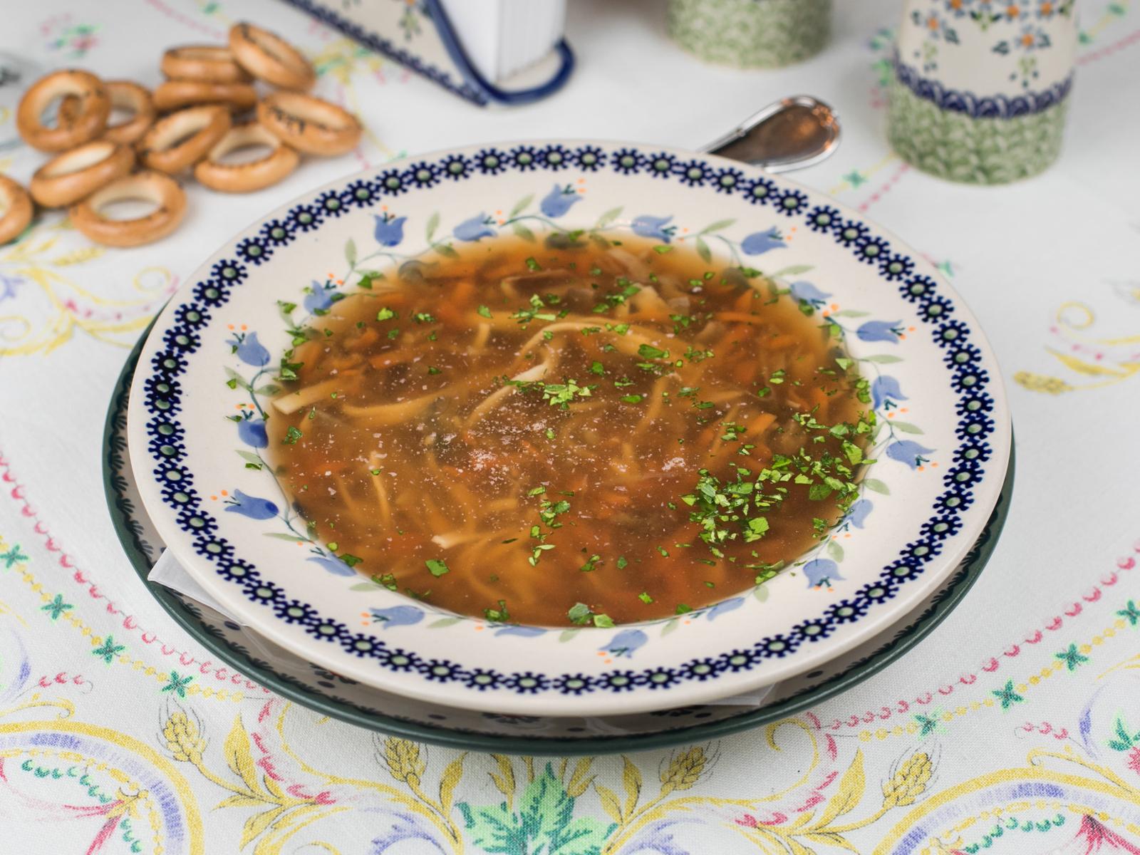 Суп из белых грибов, с чесночком и сметаной