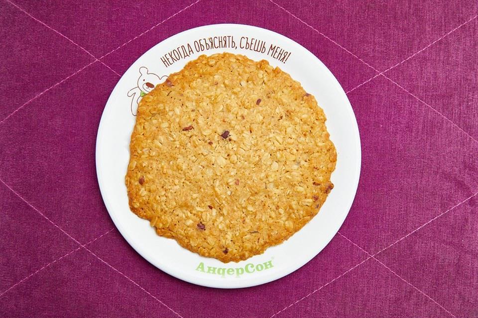 Большое Овсяное печенье с брусникой