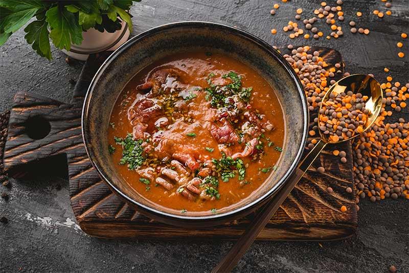 Чечевичный суп c беконом
