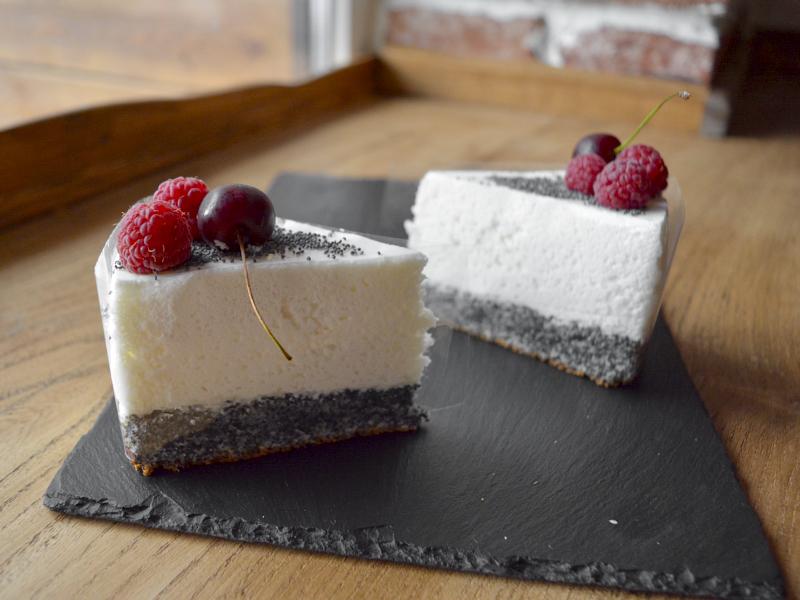 Маковый пирог со сметанным муссом