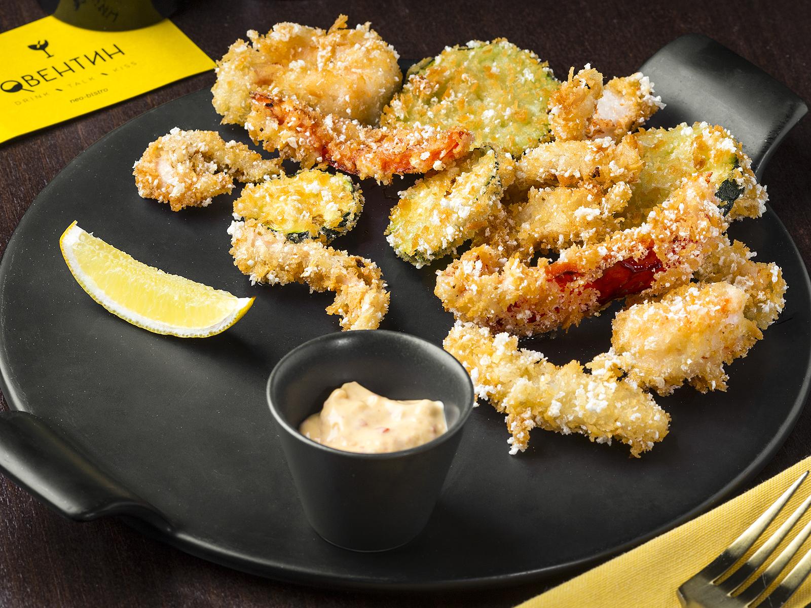 Хрустящие морепродукты с овощами