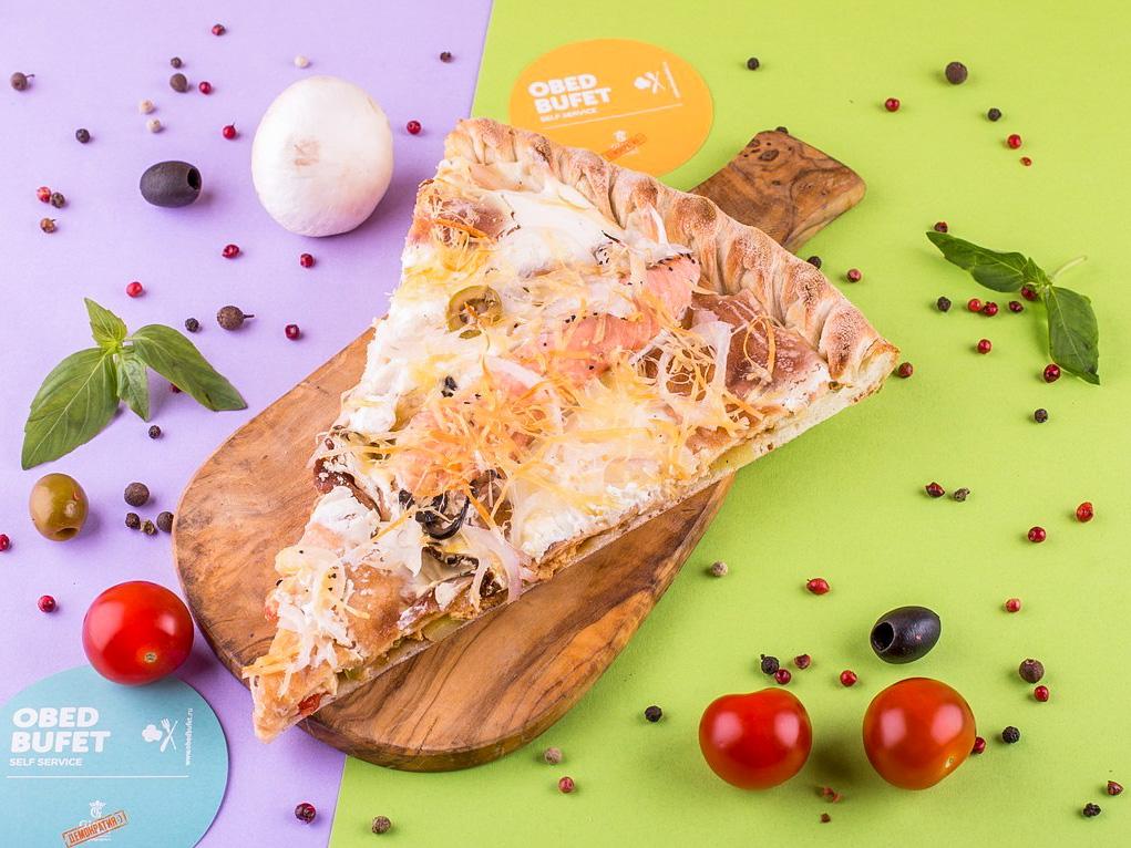 Пицца с лососем и кальмаром слайс