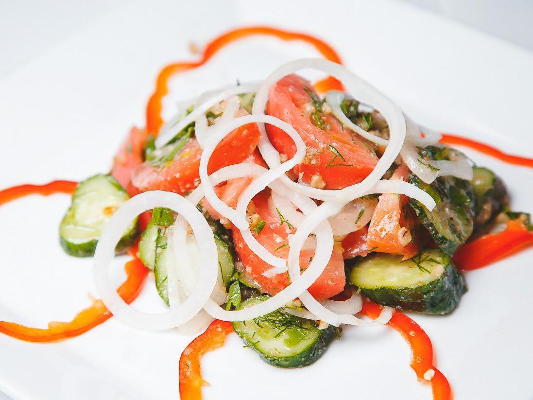 Грузинский салат из свежих овощей