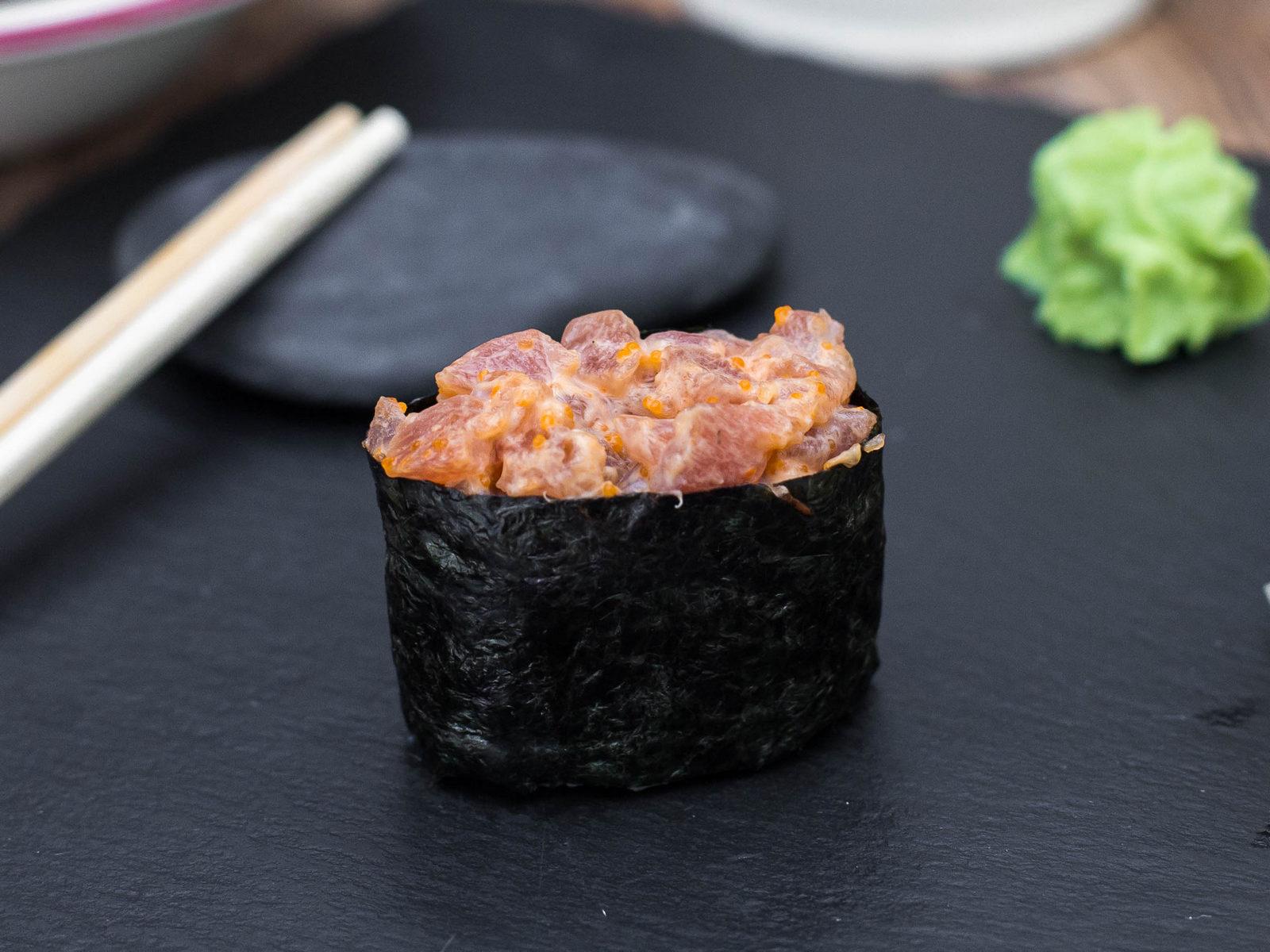 Спайси-суши с тунцом
